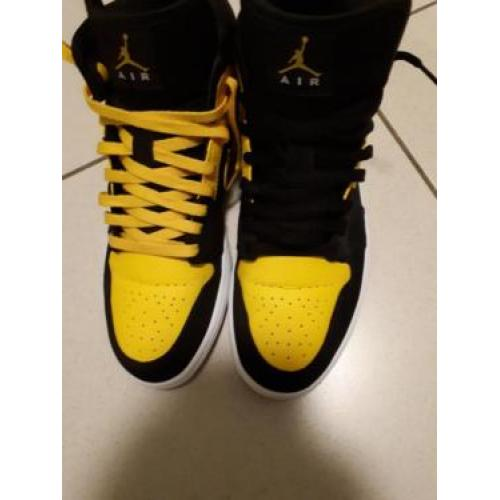 New Love Air Jordan1 Mid US 10 (neuwertig)